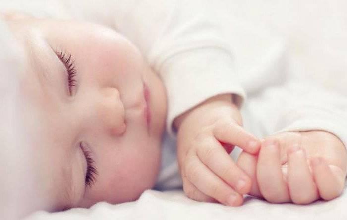 Почему новорожденный улыбается во сне