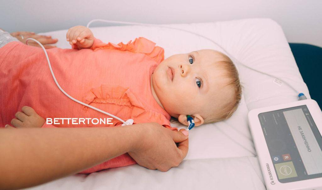 Болит ухо у ребенка без температуры: причины, что делать