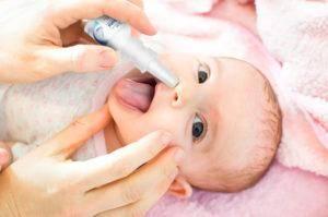 Насморк у новорожденного: хрюкает и чихает