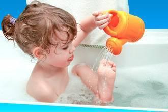 Можно ли купать ребенка при насморке