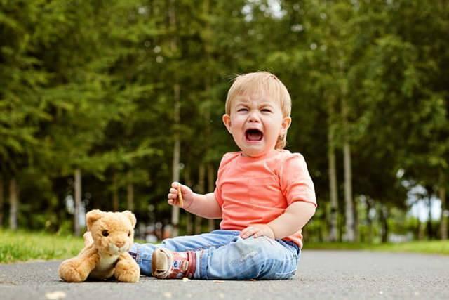 Причины постоянного плача новорождённого: как помочь ребенку?