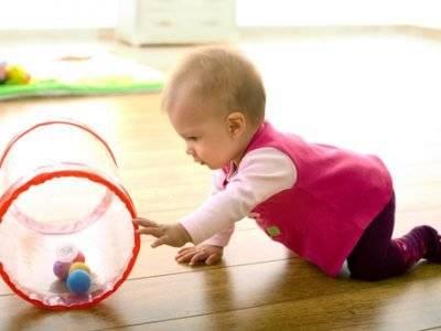 Как научить ползать малыша?