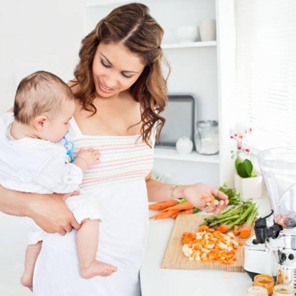 Как кормить новорожденного грудным молоком