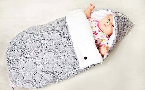 Учимся заворачивать новорожденного ребенка в одеяло