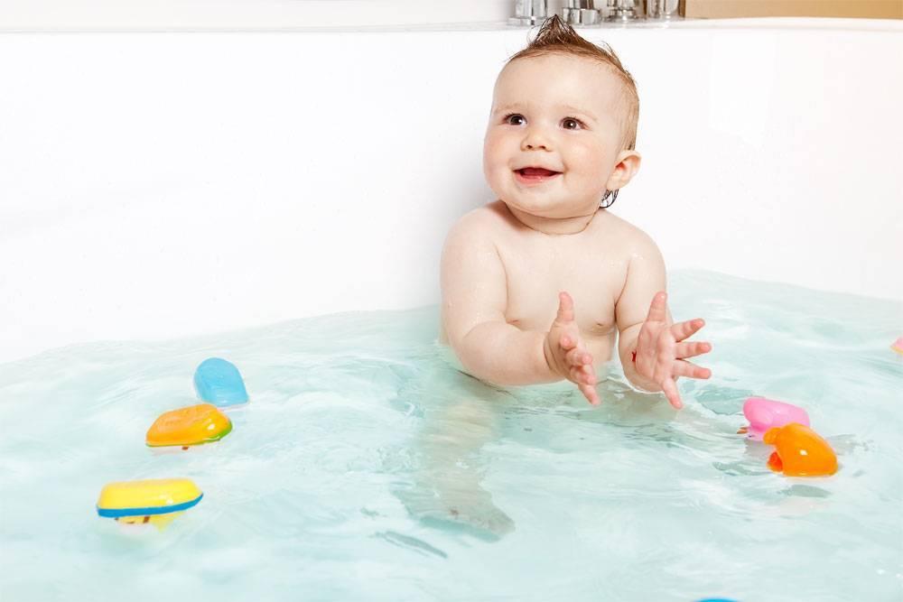 Как правильно купать новорожденного.