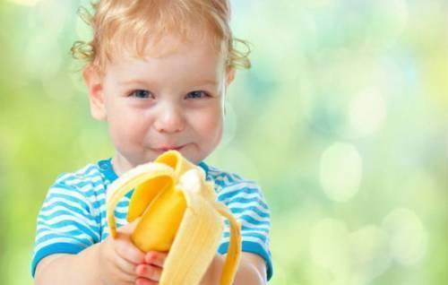 Со скольки месяцев можно давать ребенку банан для прикорма?