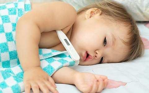 Судороги у ребенка при температуре – причины, первая помощь