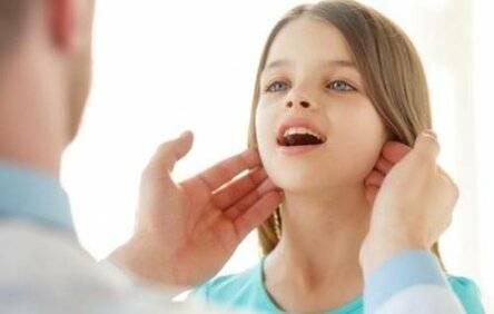 Причины и лечение воспаленных лимфоузлов на шее у ребенка с одной стороны, за ухом, на затылке