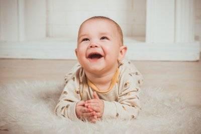 Ребенку 1,5 месяца не улыбается и не агукает... - когда малыш начинает агукать и улыбаться - запись пользователя tina (id1400247) в сообществе развитие от рождения до года в категории взаимодействие ребенка с окружающими - babyblog.ru