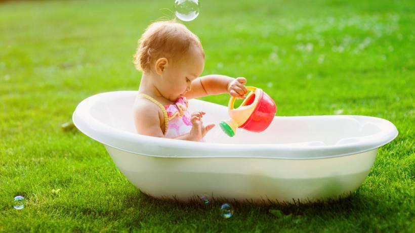Как правильно купать новорожденного ребенка?