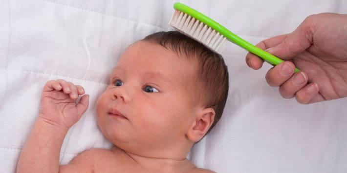 Корочки на голове у грудничка или новорожденного: как и чем убрать + мнение доктора комаровского