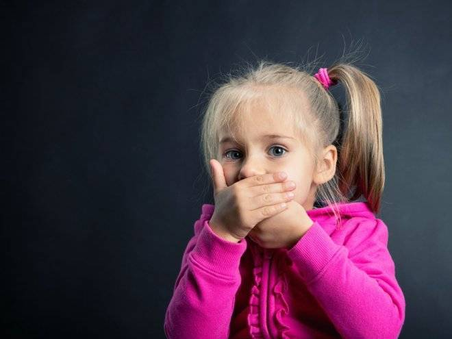 Почему может возникнуть запах гнили изо рта у ребенка?