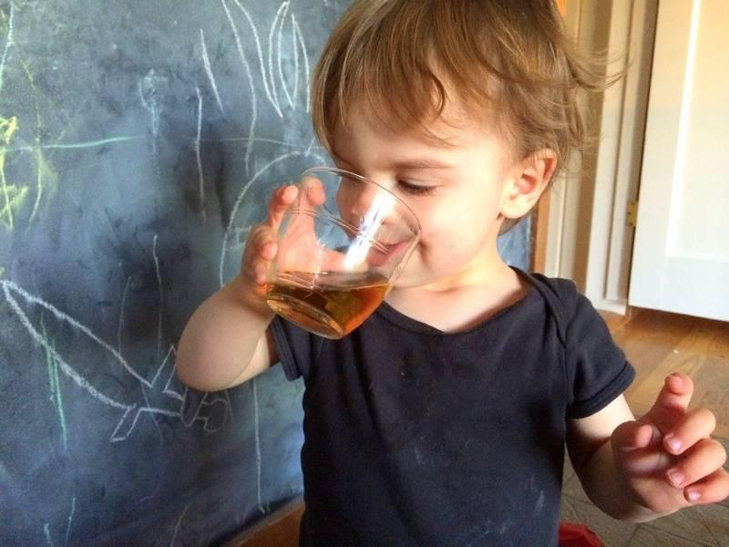 Можно ли детям чай с мятой: с какого возраста давать, применение, полезные свойства и противопоказания