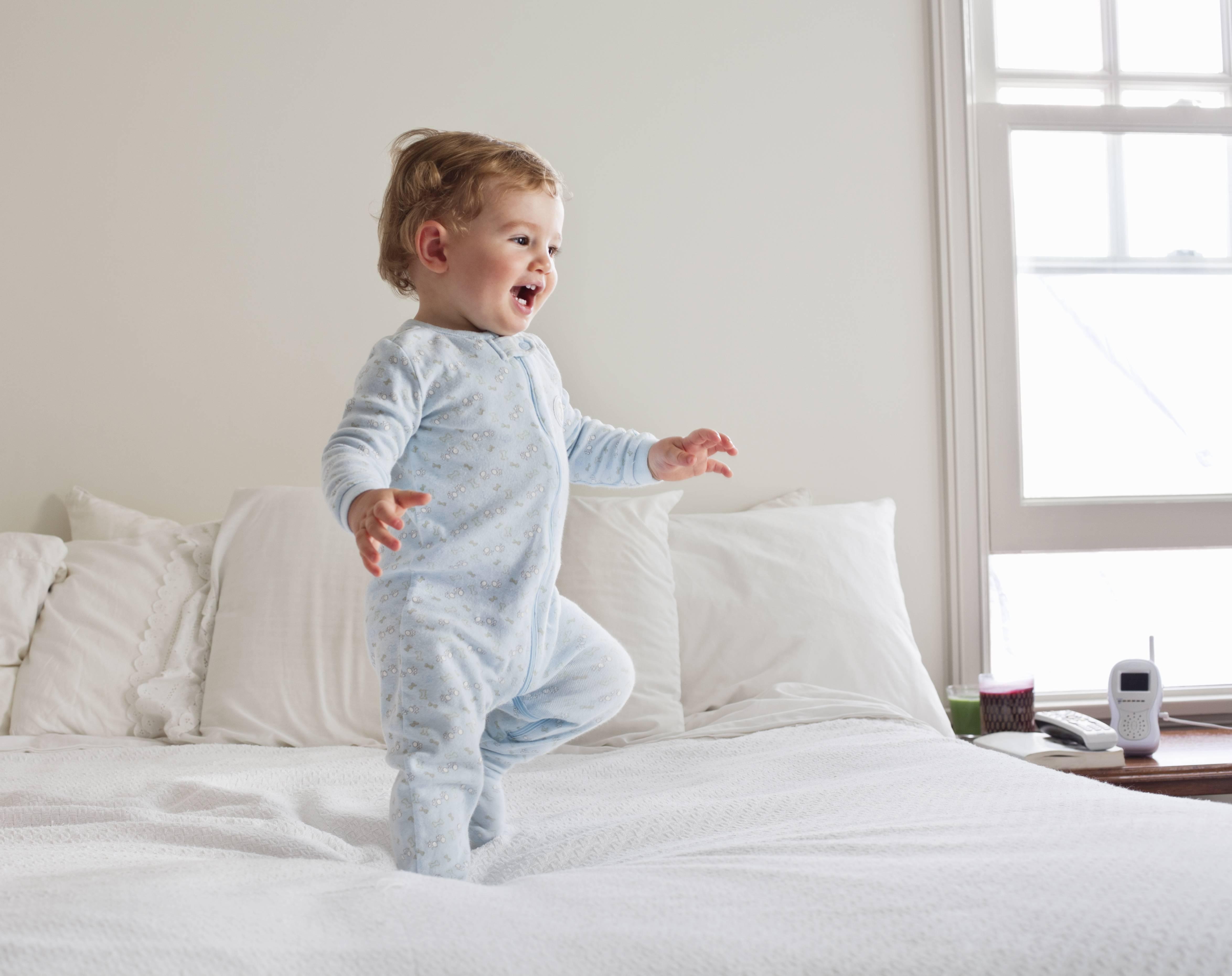 Режим дня ребенка в 1 год (режим сна, кормления, игр и занятий)