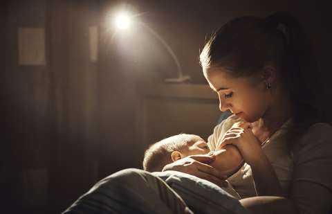 Почему новорожденный ребенок постоянно плачет и как его успокоить