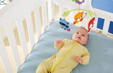 Как правильно вешать мобиль на кроватку: зачем нужен мобиль и с какого возраста нужно его вешать.