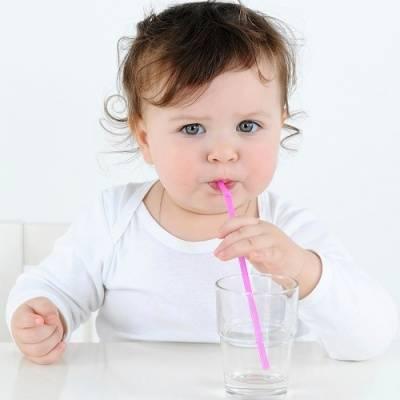 Нужно ли давать воду при грудном вскармливании, доводы за и против
