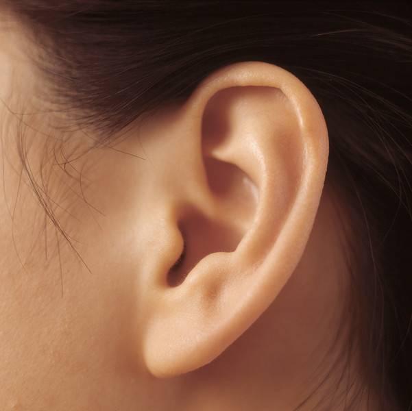 У ребенка появилась шишка за ухом и болит – возможные причины и лечение