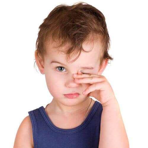 Лопнул сосуд в глазу у ребенка — возможные причины, что делать