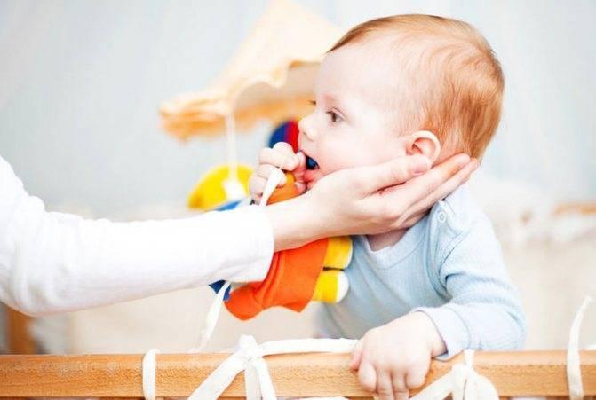 Что делать если ребенок подавился: руководство к действию