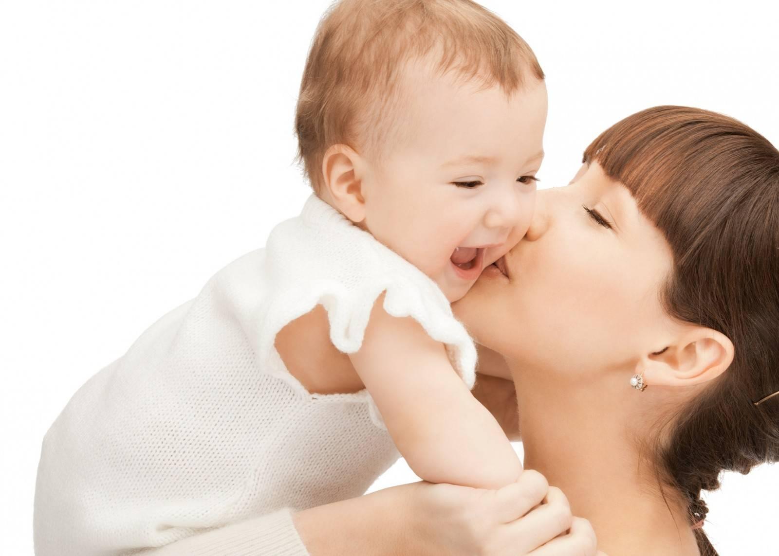 При кормлении грудью ребенок плачет