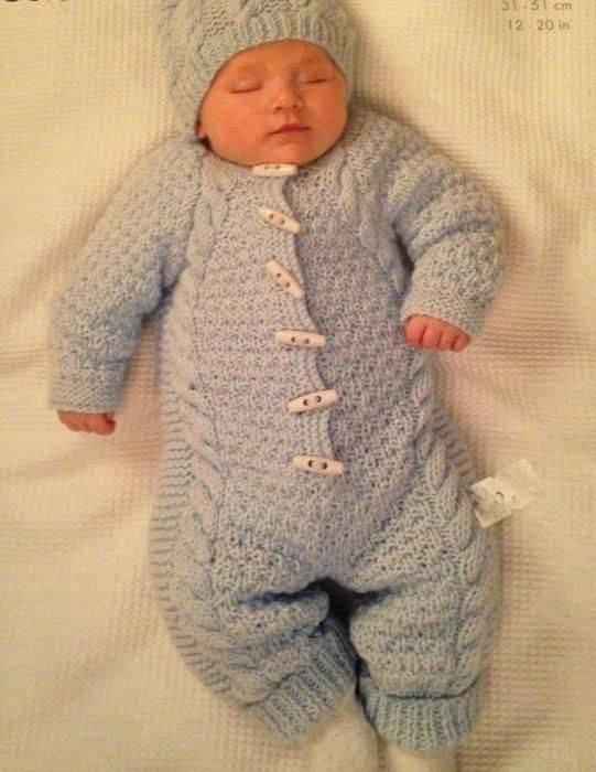 Вязаный комбинезон новорожденным своими руками