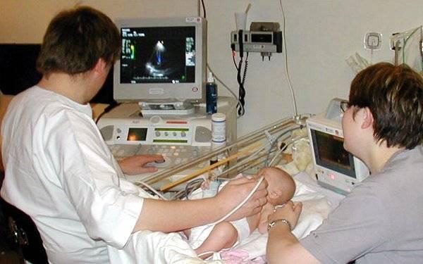 Каких врачей нужно пройти в месяц новорождённому