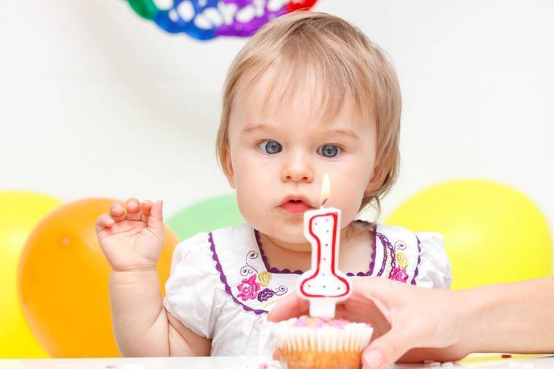 Развитие ребенка в 1 год: психическое, физическое, моторика и речь, что должны уметь дети в 12 месяцев