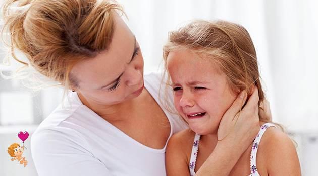 Ребенок подавился и задыхается: что делать?