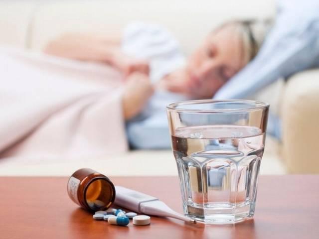 У ребенка температура и болит живот