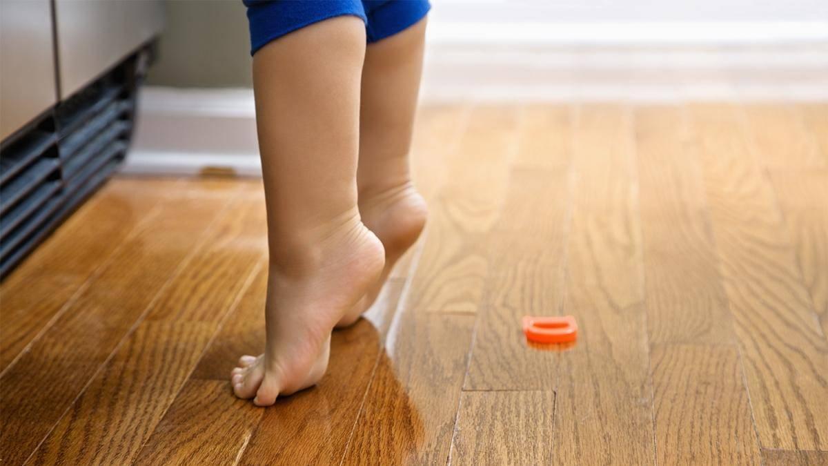 Причины того, что ребенок ходит на носочках