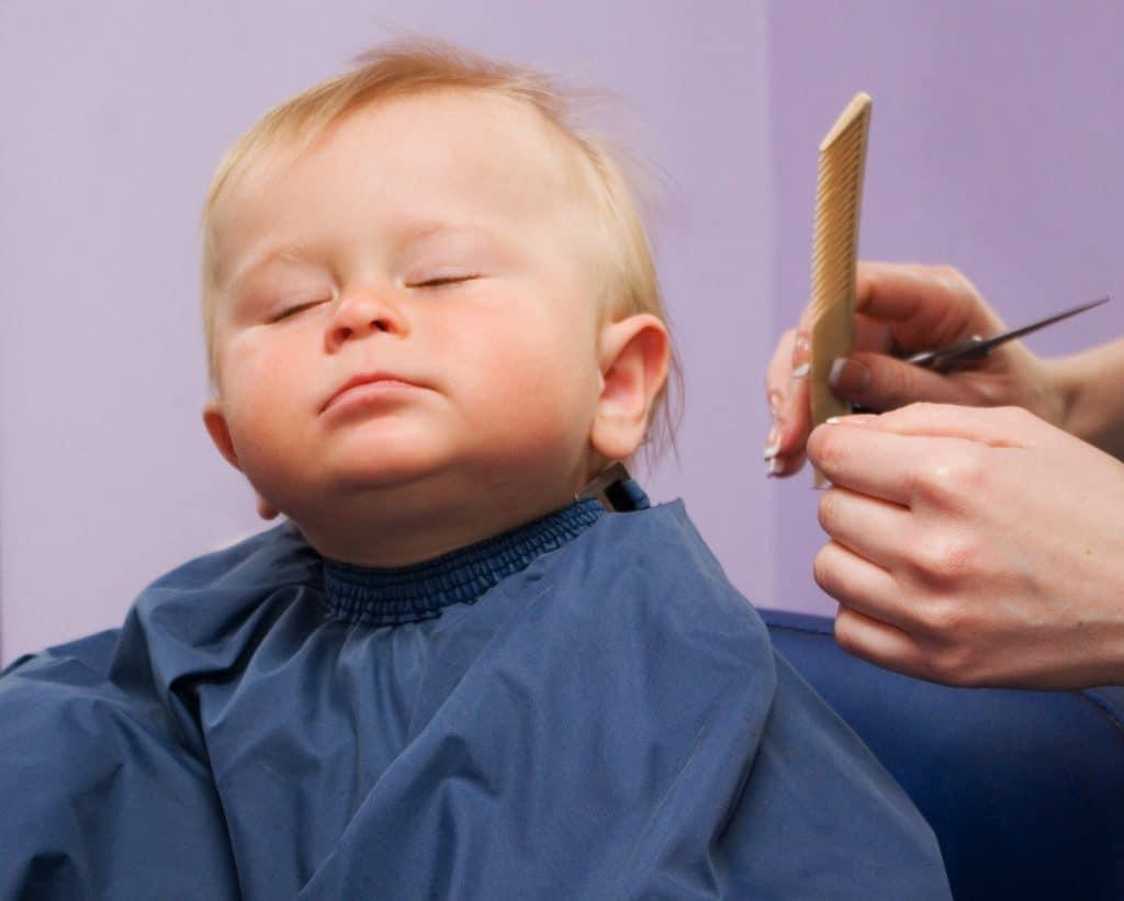 Когда первый раз стричь ребенка: народные приметы и суеверия