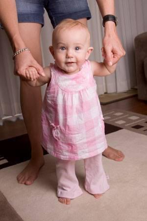 Малышу 1 год 2 месяца: что должен уметь карапуз в возрасте год и два месяца?