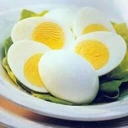 С какого возраста можно давать ребенку куриное и перепелиное яйцо в прикорм? когда можно давать белок, желток яйца ребенку, яйцо целиком, всмятку? сколько куриных и перепелиных яиц можно есть в день, в неделю ребенку до года, года, в год и 2 года?
