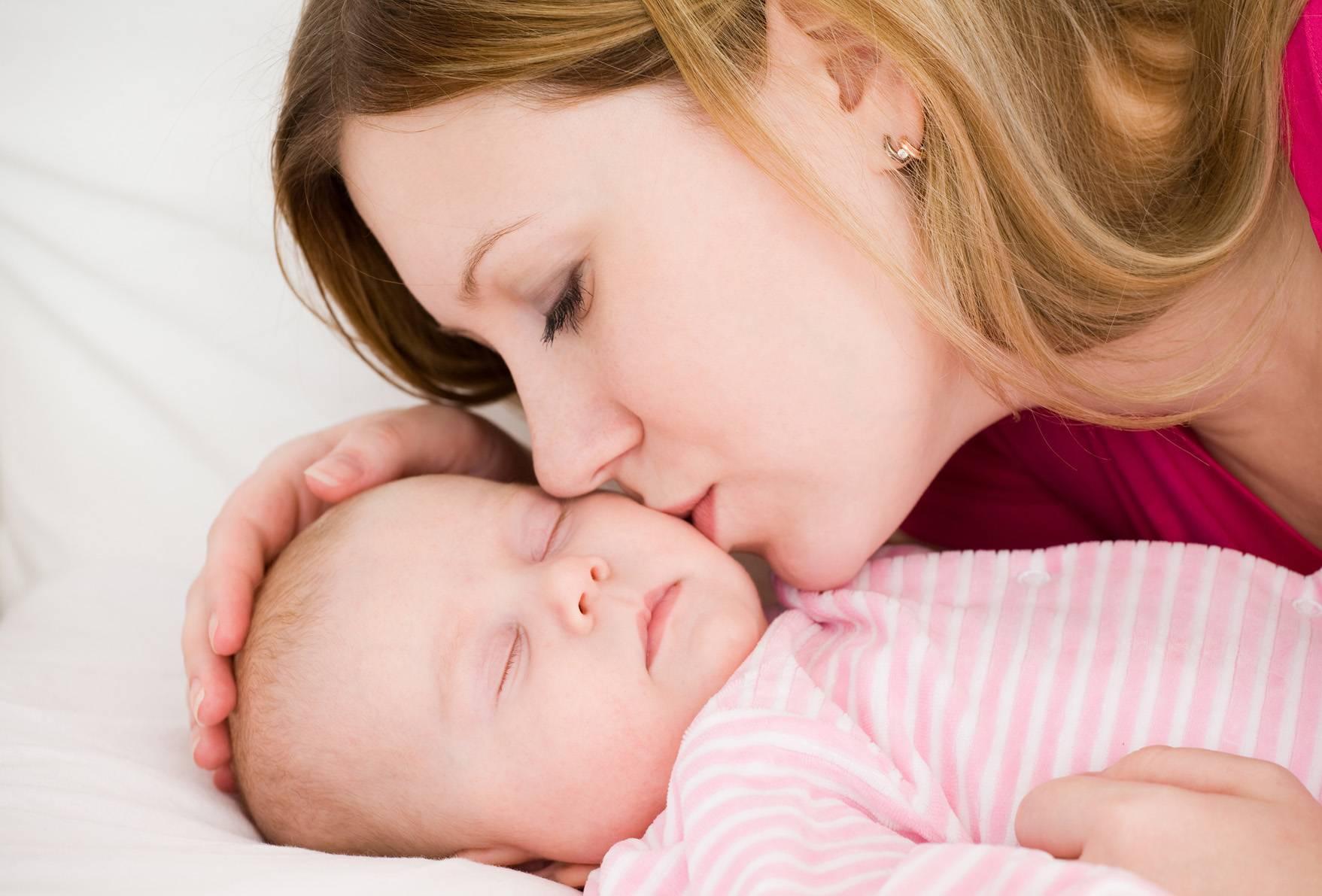 Когда начинаются и почему бывают колики у новорожденных