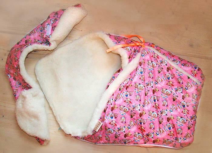 Как завернуть новорожденного в одеяло на выписку