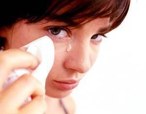 Как достать волос из глаза младенца комаровский. попала соринка в глаз ребенка