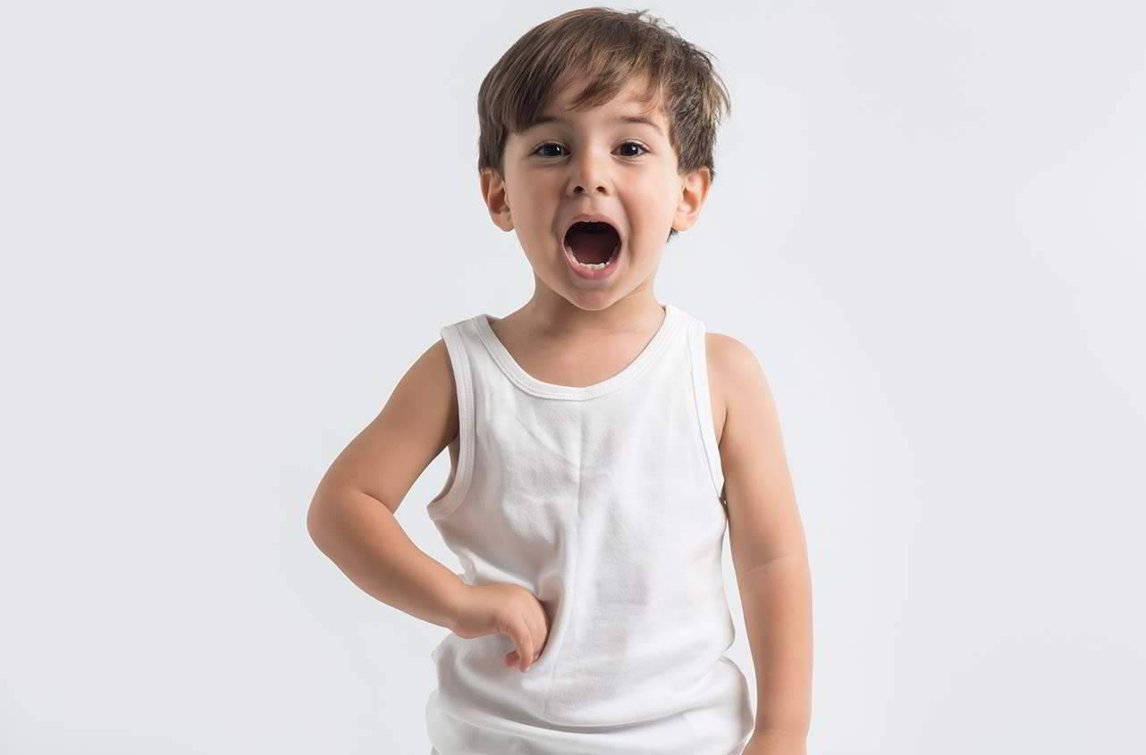У ребенка болит под ребрами с обеих сторон