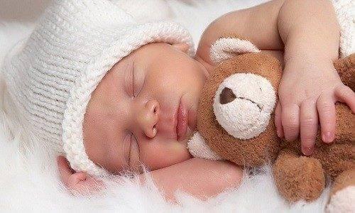Ребенок потеет во сне – причины и симптомы, при которых стоит насторожиться