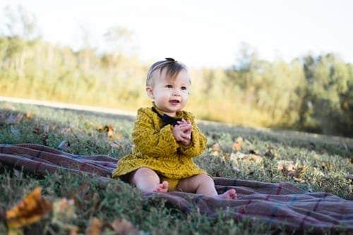 Развитие ребенка в 10 месяцев: что должен уметь, двигательная активность, рост, вес, новые реакции - календарь развития ребенка