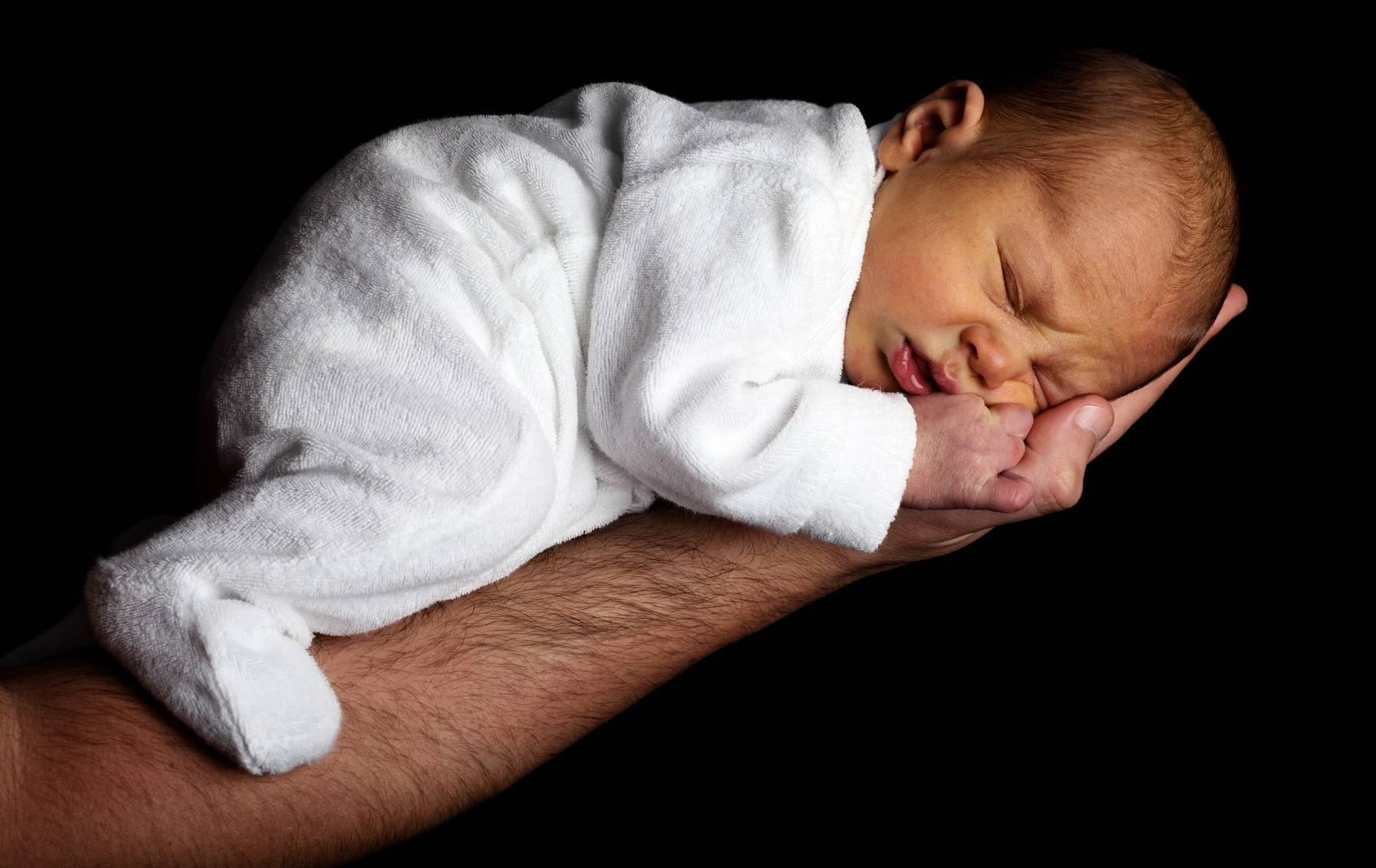 Икота у новорожденных: причины, что делать, почему грудничок икает, комаровский