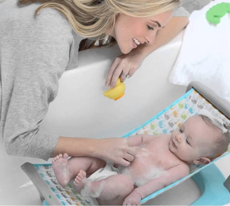 Какое приспособление для купания новорожденных в ванне лучше: сетка, подставка, горка, матрас или гамак?