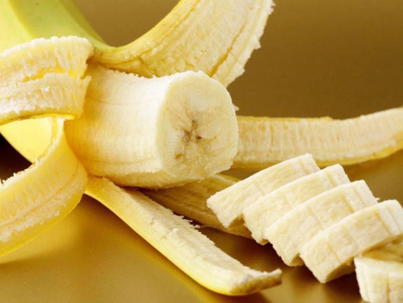 С какого возраста можно ребенку банан: со скольки месяцев рекомендуется грудничку, когда лучше давать, с чем и как часто?