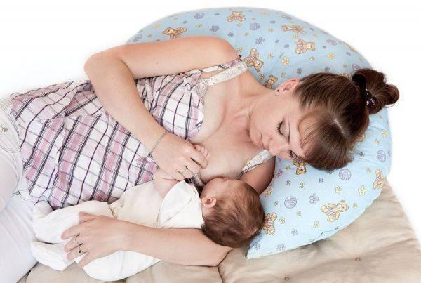 Позы для кормления грудью, или как правильно держать ребенка