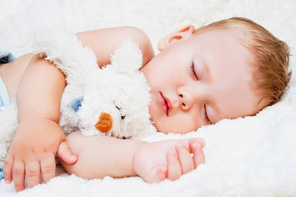 2 месяца. ребенок много спит
