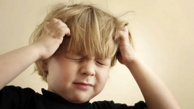 Почему у ребенка чешется ухо – 9 самых распространенных причин
