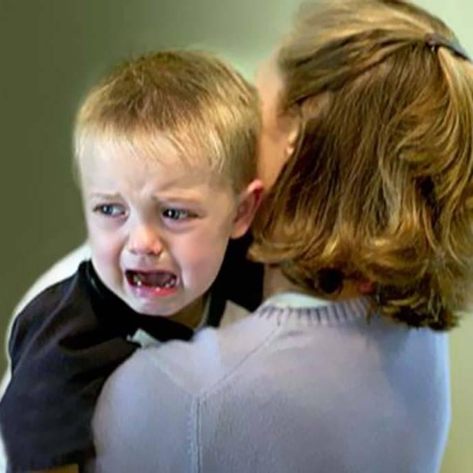 Почему ребёнок плачет и что с этим делать