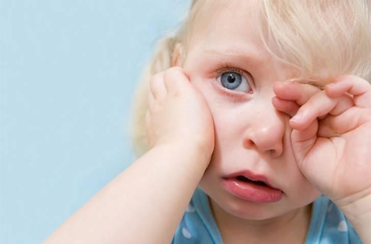 Почему ребенок чешет нос все время и нужно ли по этому поводу беспокоиться
