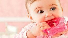 Во сколько месяцев обычно режутся зубки у девочек
