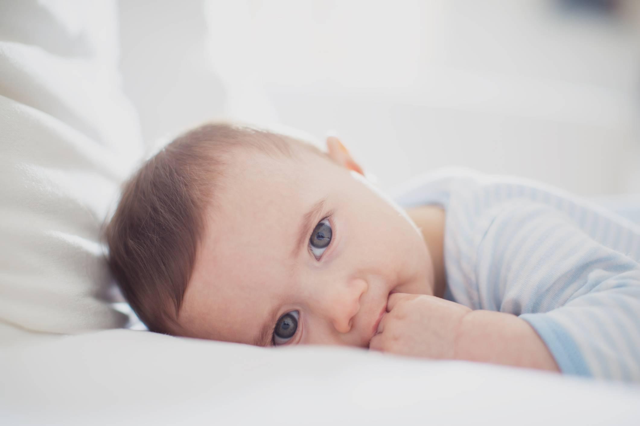 Ребенок беспокойно спит ночью: советы психологов